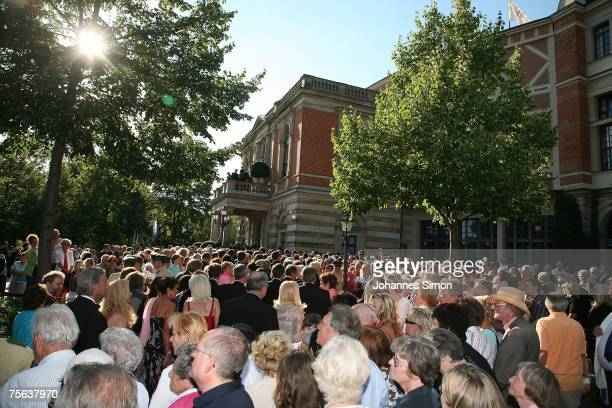 Curious onlookers and visitors crowd the spot in front the Richard Wagner Opera House during the first pause of the premiere of the Richard Wagner...
