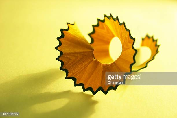 Crayon Curled raser sur fond jaune