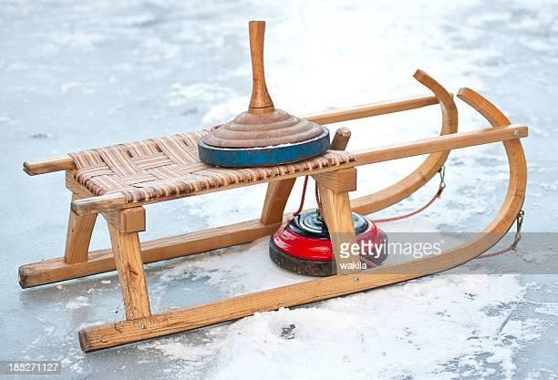 curling und Kutsche skid auf-Oberfläche