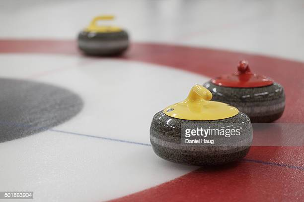 curling for sport - curling sport stock pictures, royalty-free photos & images