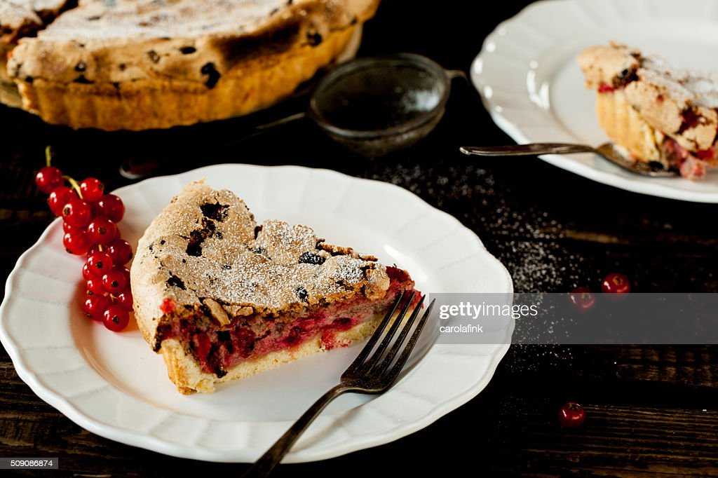 Currant cake on wooden ground : Stock-Foto
