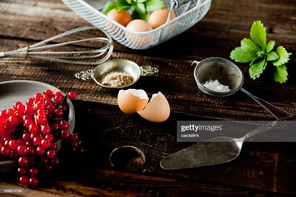 Currants, eggs and sugar for a baking day : Stock-Foto