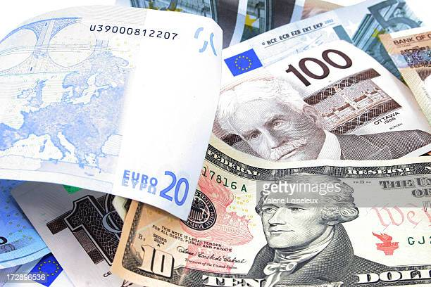 currencies - canadian one hundred dollar bill stock pictures, royalty-free photos & images