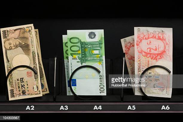 currency in a vending machine - fifty pound note stock pictures, royalty-free photos & images