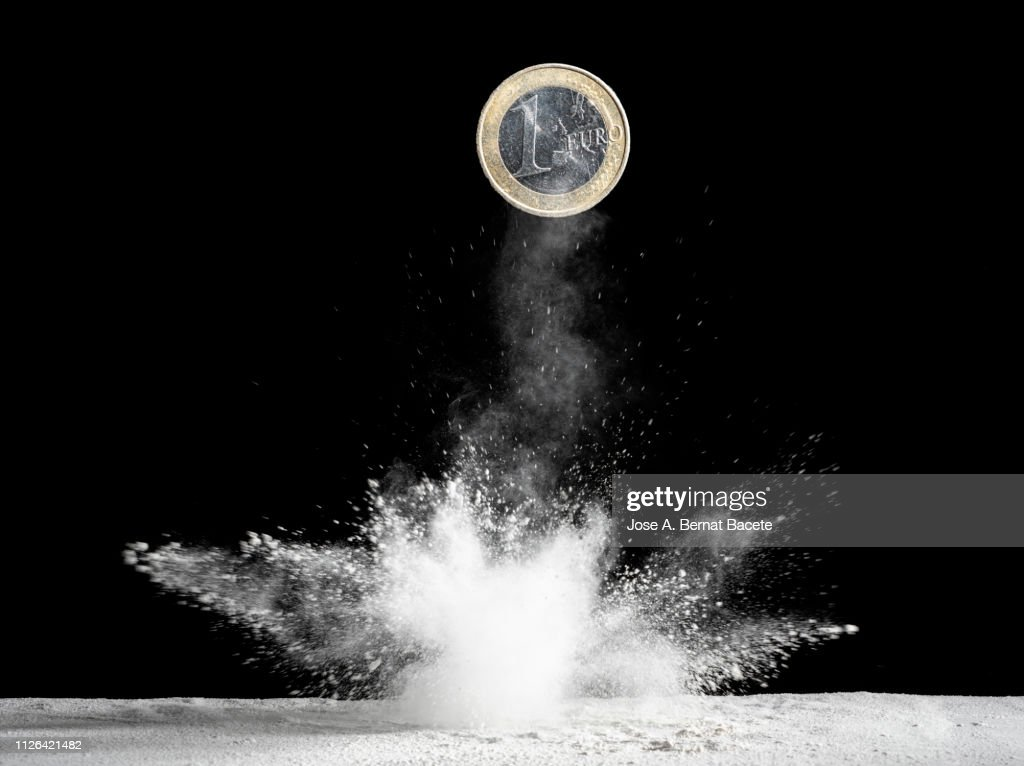 Currency of an Euro that falls down and produces an explosion. : Foto de stock