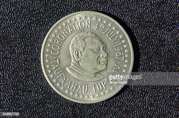currency - tāufaʻāhau tupou iv stock pictures, royalty-free photos & images