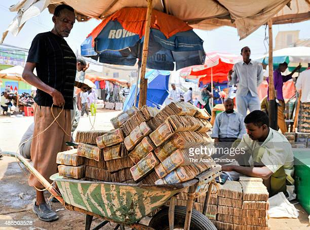 Currency traders carry at a market on September 7 2009 in Hargeisa capital of the selfproclaimed Somaliland Somalia