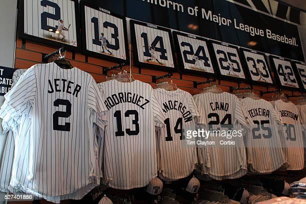 newest 4f3ac 880de Yankees Shop Premium Pictures, Photos, & Images - Getty Images