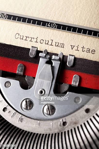 Curriculum vitae escrito en una vieja máquina de escribir