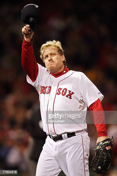Curt Schilling of the Boston Red Sox tips his hat to the crowd as he comes out of the game in the sixth inning against the Colorado Rockies during...
