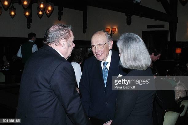 Curth Flatow mit Wolfgang Völz und Ehefrau Roswitha Party zum 80 Geburtstag von P e e r S c h m i d t Restaurant Moorlake Berlin Wannsee Deutschland...
