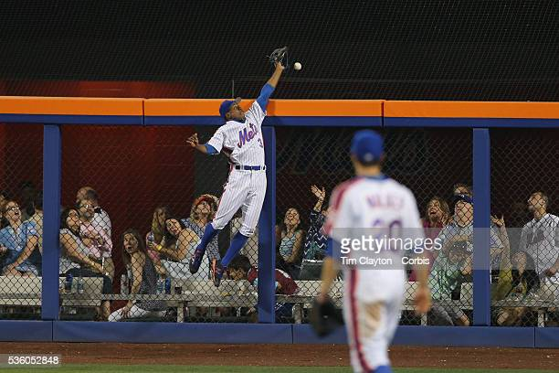 Curtis Granderson of the New York Mets can't stop a Adrian Gonzalez of the Los Angeles Dodgers home run in the top of the eight inning during the Los...