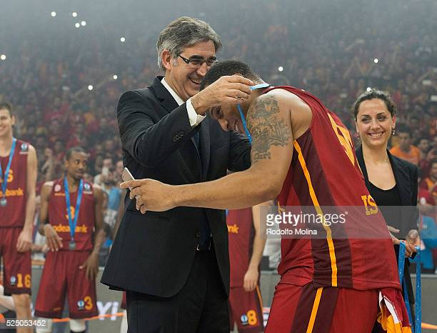 Curtis Jerrells #55 of Galatasaray Odeabank Istanbul takes a photo as he receives a Champions medal from Jordi Bertomeu CEO and president of...