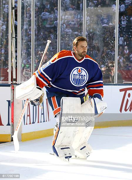 Curtis Joseph of the Edmonton Oilers alumni hits the ice for the pregame warm up prior to puck drop against the Winnipeg Jets alumni in the 2016 Tim...