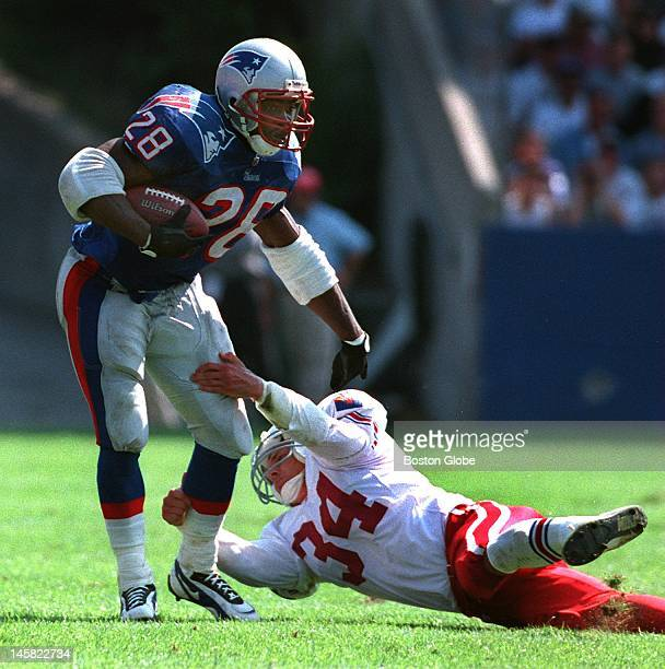 Curtis Martin eludes the diving tackle attempt of Terry Hoage of the Cardinals