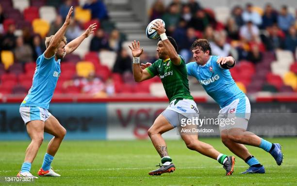 Curtis Rona of London Irish attempts to break past Chris Harris and Val Rapava-Ruskin of Gloucester during the Gallagher Premiership Rugby match...