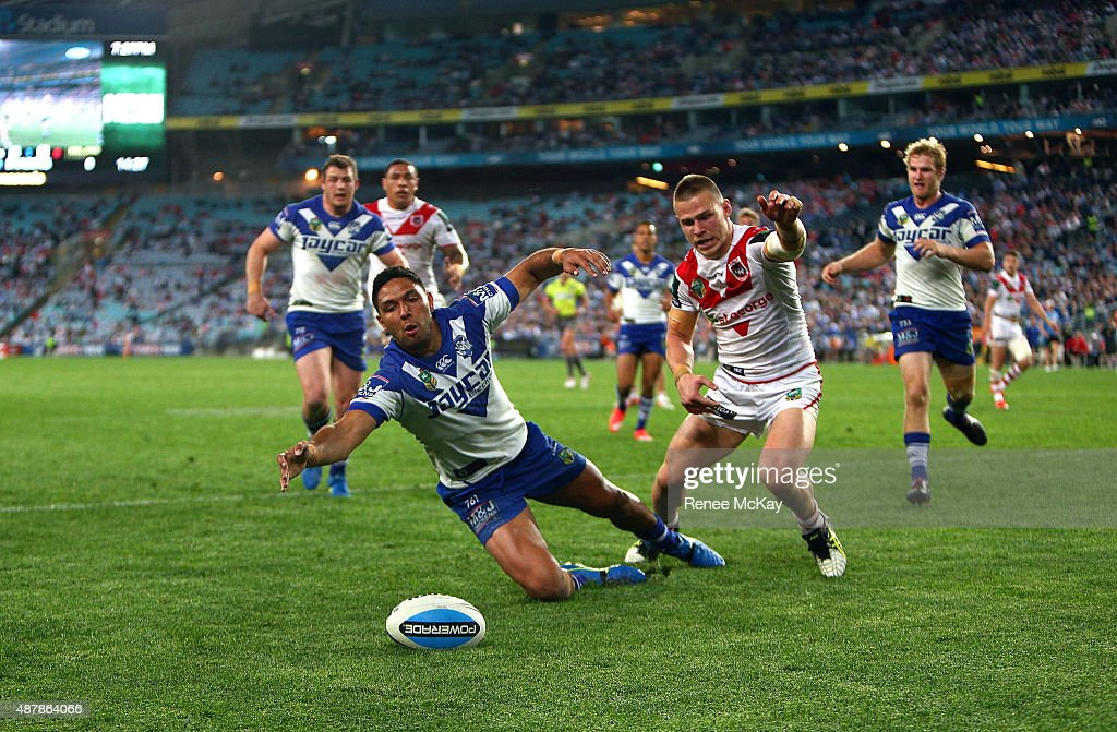Curtis Rona of the Bulldogs and Euan Aitkin of the Dragons race for the ball during the NRL Elimination Final match between the Canterbury Bulldogs and the St George Illawarra Dragons at ANZ Stadium on September 12, 2015 in Sydney, Australia.