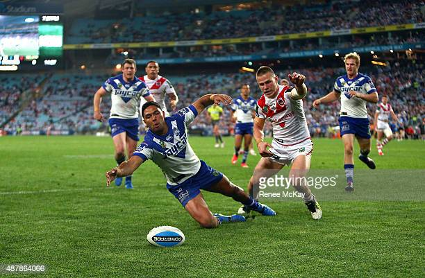 Curtis Rona of the Bulldogs and Euan Aitkin of the Dragons race for the ball during the NRL Elimination Final match between the Canterbury Bulldogs...