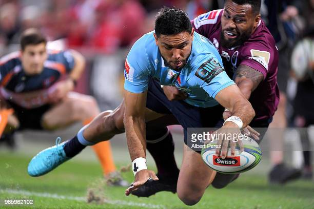 Curtis Rona of the Waratahs scores a try during the round 16 Super Rugby match between the Reds and the Waratahs at Suncorp Stadium on June 2 2018 in...