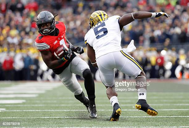 Curtis Samuel of the Ohio State Buckeyes rushes the ball in overtime against the Michigan Wolverines at Ohio Stadium on November 26 2016 in Columbus...