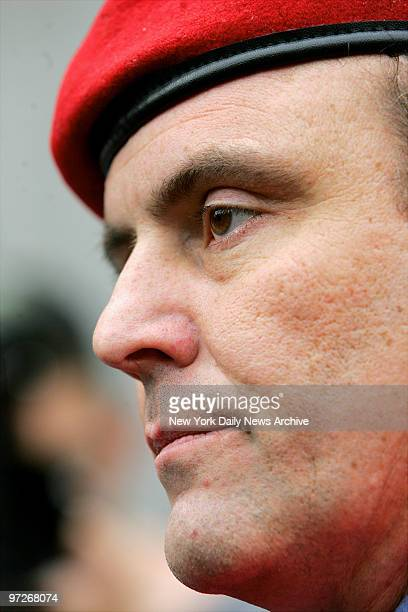 Curtis Sliwa arrives at Manhattan Federal Court after learning that John A Gotti would be released on bail Last week Gotti's racketeering trial ended...