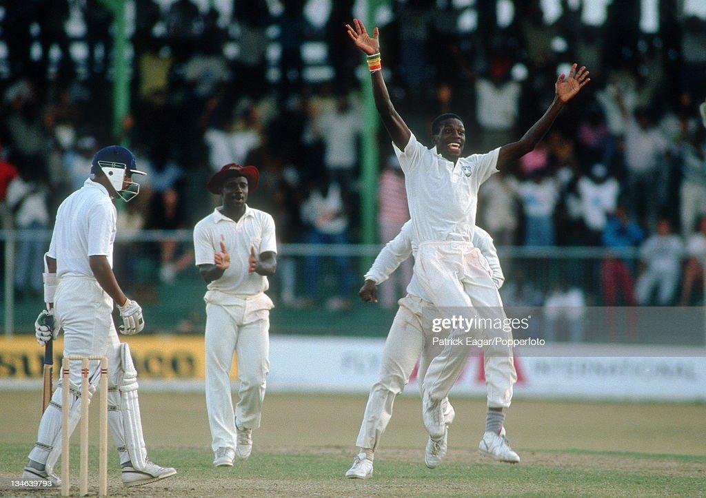 West Indies v England, 4th Test, Bridgetown, Apr 90 : News Photo