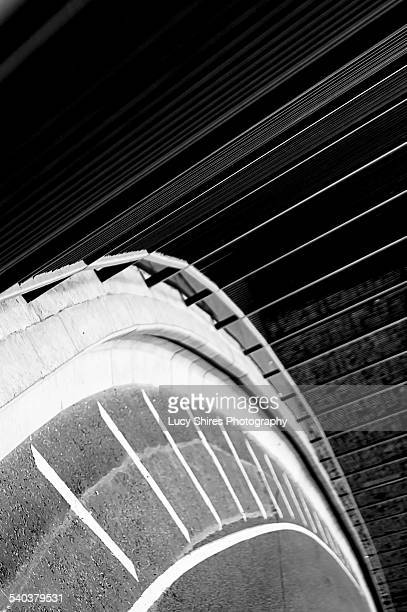 curve in road with white lines and railings - lucy shires stock pictures, royalty-free photos & images