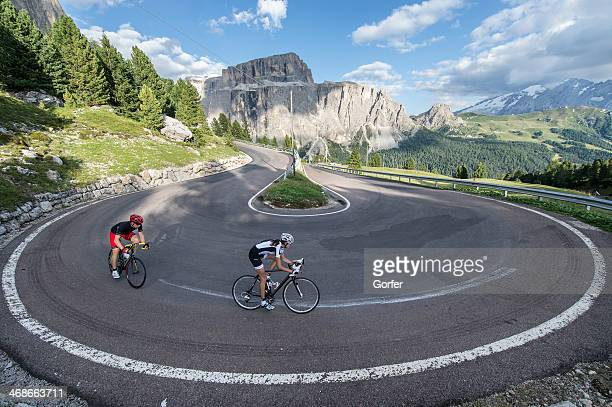 curve radius 360 degrees for road cyclists - racing bicycle stock pictures, royalty-free photos & images