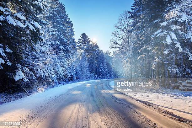 Geschwungene Land Road-Schnee Winter