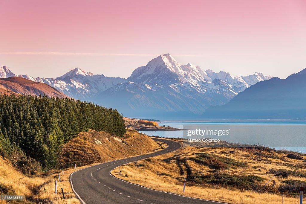 Curvy road leading to Mt Cook (Aoraki) at sunrise : Stock Photo