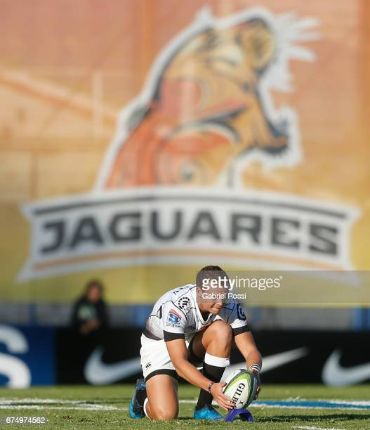 Curwin Bosch of Sharks prepares to take a penalty kick during a match between Jaguares v Sharks as part of Super Rugby Rd 10 at Jose Amalfitani...