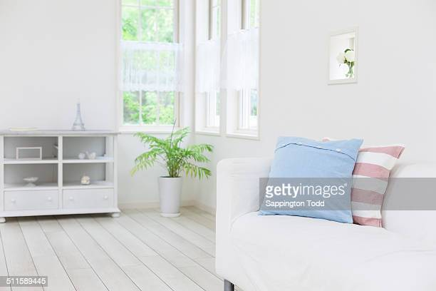 cushions on couch - tidy room stock pictures, royalty-free photos & images