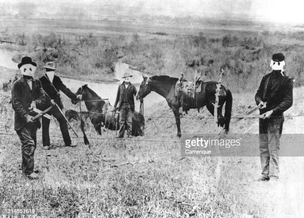 Custer County, Nebraska the Secretary of the Interior advised settlers to cut fences on land they legally occupied. Circa 1885