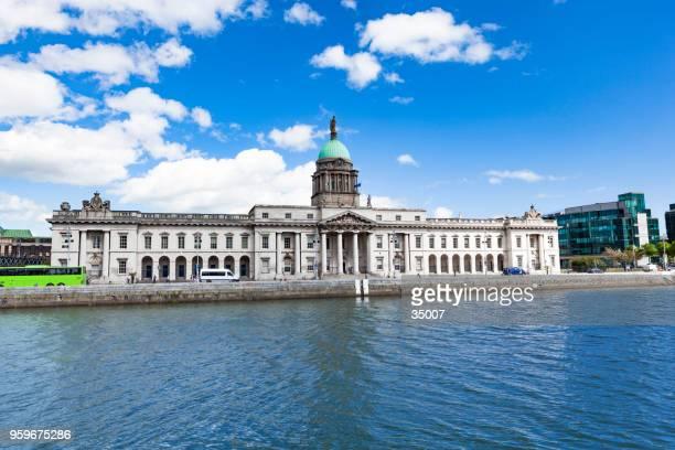 custom house dublin, ireland - dublin republic of ireland stock pictures, royalty-free photos & images
