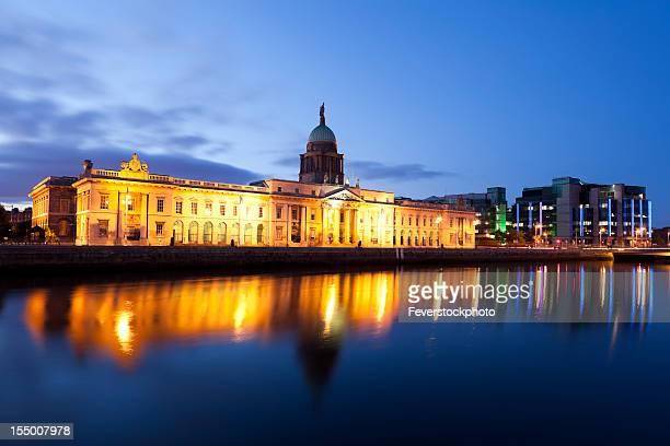 Custom House In Dublin Ireland al atardecer