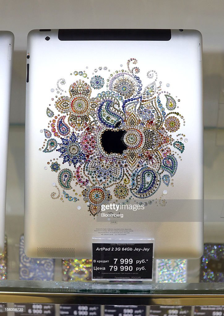 A custom-decorated Apple Inc. iPad 2 stands on display inside a Euroset Holding NV mobile phone store in Moscow, Russia, on Thursday, Dec. 13, 2012. OAO MegaFon and its main shareholder billionaire Alisher Usmanov bought 50 percent of Euroset Holding NV in a deal that gives Russia's biggest handset retailer an enterprise value of $2.3 billion. Photographer: Andrey Rudakov/Bloomberg via Getty Images