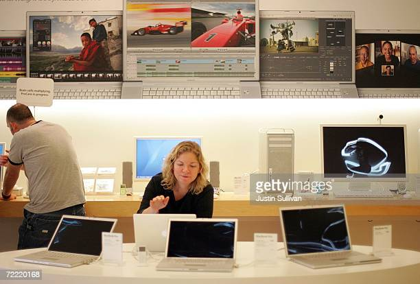 A customer at an Apple store looks at a dsiplay of iBook laptop computers October 19 2006 in Emeryville California Apple Computer's fourthquarter...