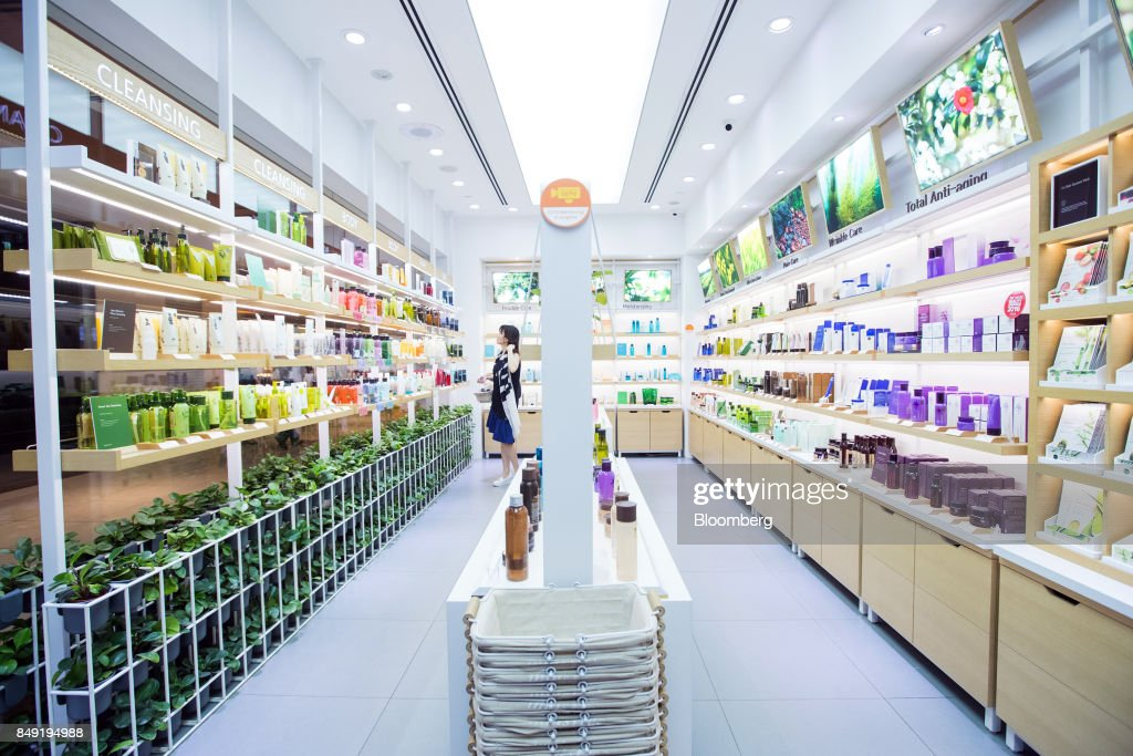 Retail of Amorepacific Corp. Brands as South Korea's Biggest Cosmetics Makers Revamps Product Lineup : News Photo