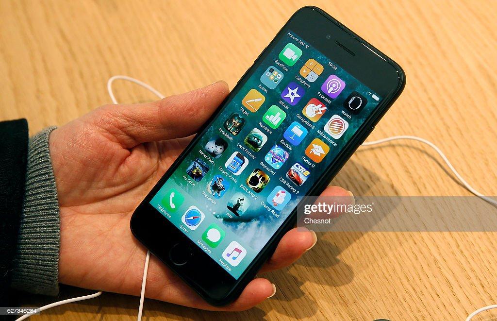 Apple Store Saint Germain Opens To Public In Paris : News Photo