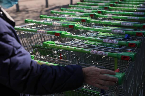 GBR: Walmart Said to Pick TDR as Preferred Bidder for U.K. Unit Asda