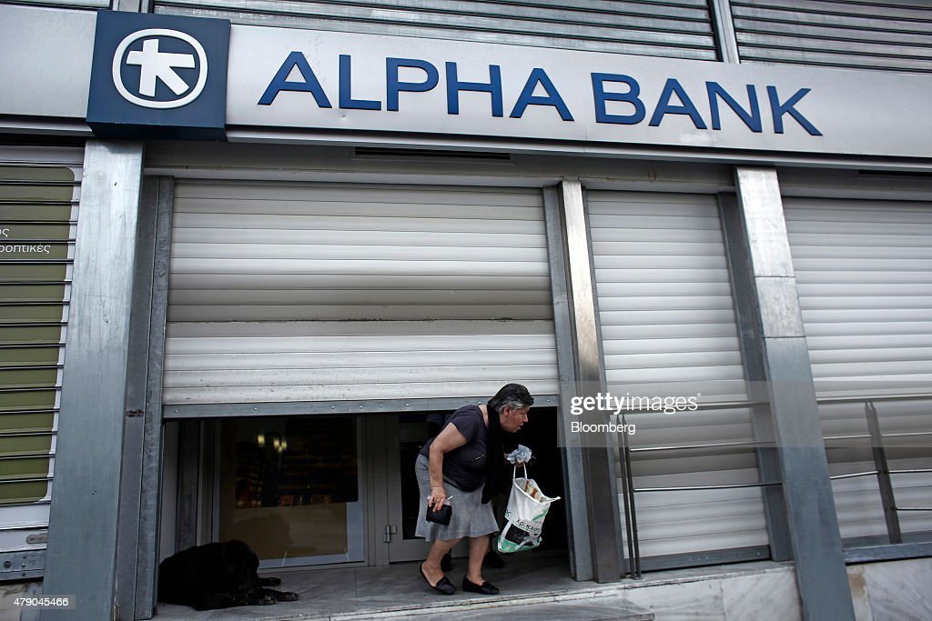 Closed Banks And Reaction As Greece Staggers Into Economic Unknown : Nachrichtenfoto