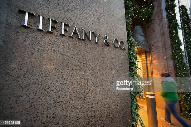 A customer enters a Tiffany Co store in New York US on Sunday Nov 24 2013 Tiffany Co is scheduled to release earnings figures on Nov 26 Photographer...