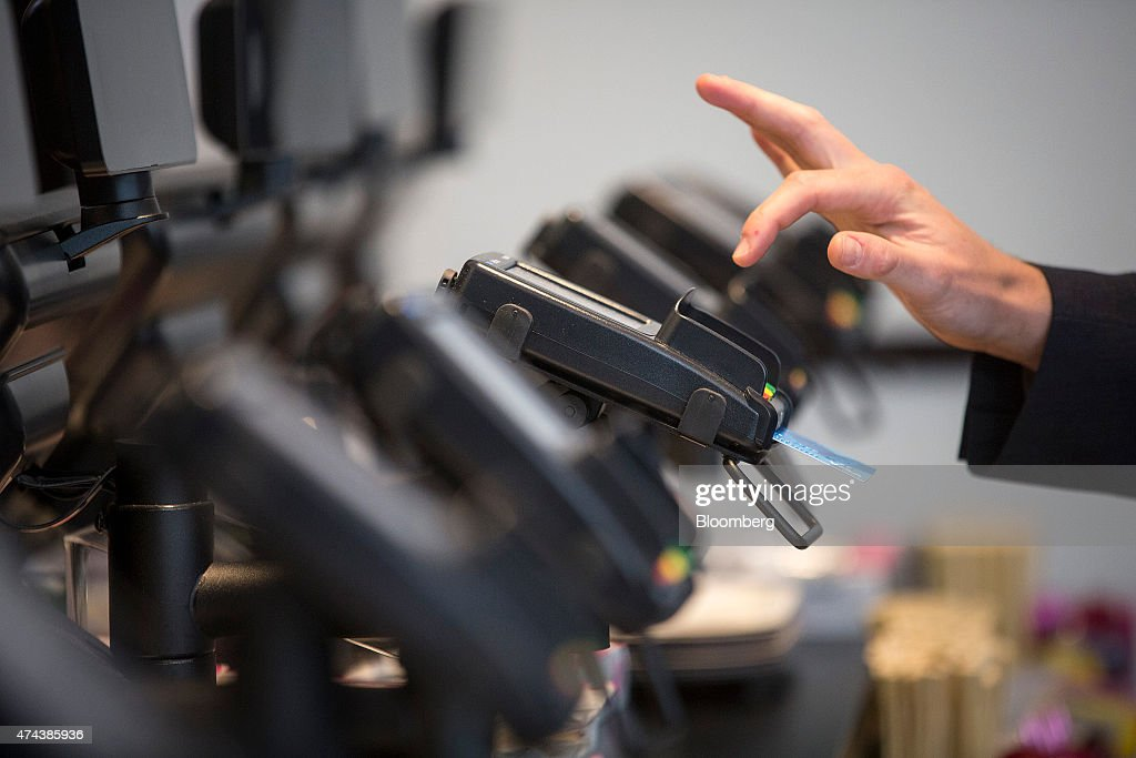 A customer enters their pin number as they make a chip and pin payment via a Verifone Systems Inc. credit card payment device at a restaurant in London, U.K., on Friday, May 22, 2015. Credit and debit cards that can be used by tapping the reader are gaining users, and mobile apps are set to further boost the popularity of contactless paying. Photographer: Simon Dawson/Bloomberg via Getty Images