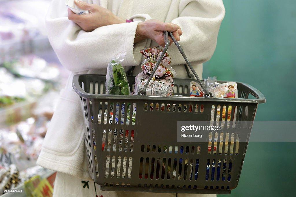 Retail At A Sankei Super, K.K. Supermarket Ahead Of Fourth-Quarter GDP Figures : News Photo