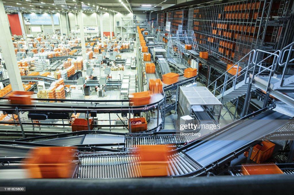 Online Shopping Order Handling at a Zalando SE Logistics Center : News Photo