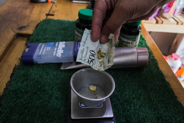VEN: Venezuelans Break Off Flakes Of Gold To Pay For Meals, Haircuts