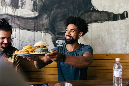 Customer Receiving Food At Burger Restaurant - gettyimageskorea