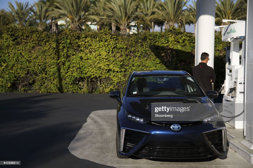 Hydrogen Fueling Stations As Japan Makes Big Push For Hydrogen Fuel Cells : News Photo