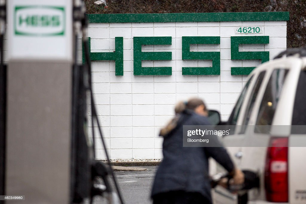 A customer refuels her vehicle at a Hess Corp. gas station in Falls Church, Virginia, U.S., on Monday, Jan. 26, 2015. Hess Corp. is expected to report fourth-quarter earnings figures on Jan. 28. Photographer: Andrew Harrer/Bloomberg via Getty Images