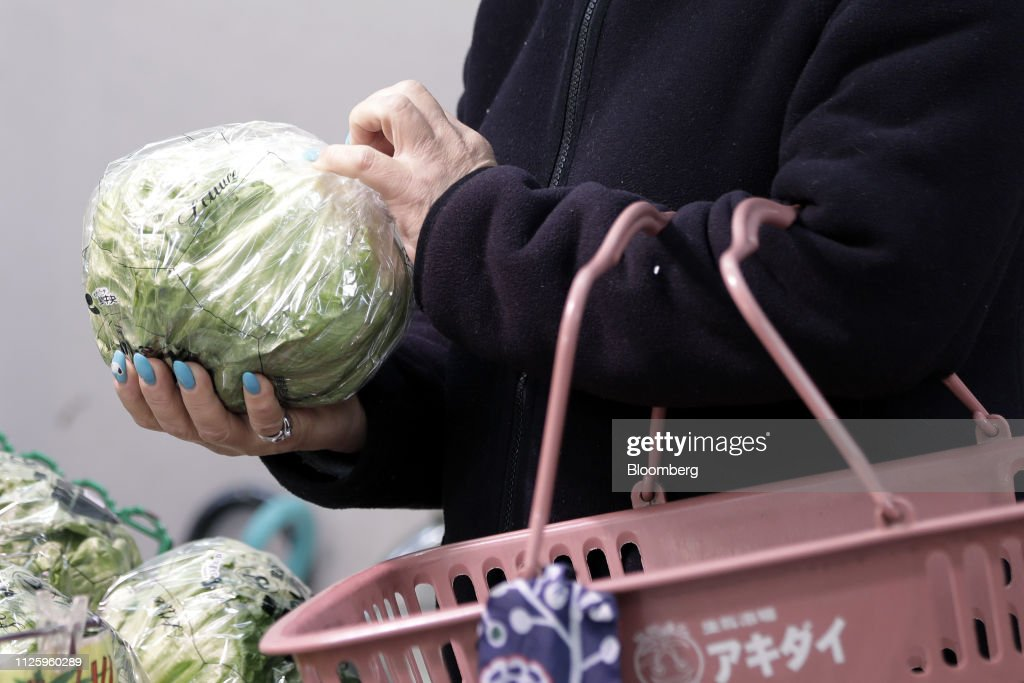 JPN: Grocery Shoppers As Japan Growth Outlook Cut Despite Better 4Q